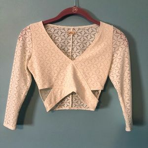 Hollister cream colored crop top XS